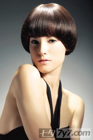 2011时尚潮流短发 女士个性短发发型图片