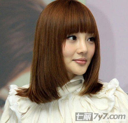 齐刘海中长直发梨花头发型 人气女星纷纷恋上扮嫩发型