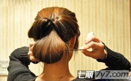 长发简单盘发发型教程 打造ol气质淑女风