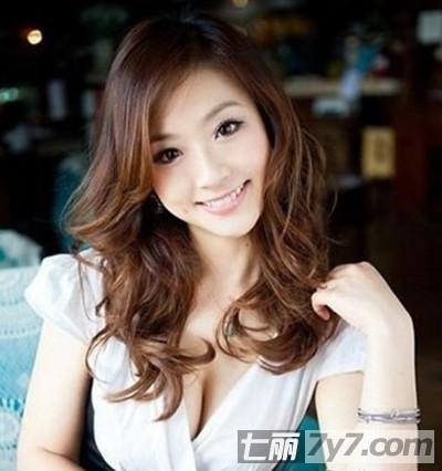 女生甜美可爱长发发型 夏季浪漫