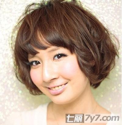 2012潮流短发波波头 胖脸女生必备修脸短发发型图片