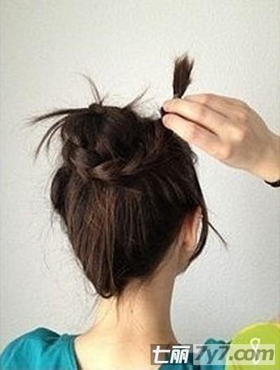 丸子头扎法步骤图解 diy直发时尚丸子头发型