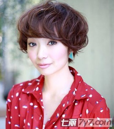 女生短卷发中药短卷发包减肥药垫圆脸图片