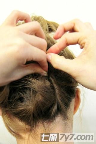 短发怎么扎好看图解 分享齐肩短发简单盘发教程