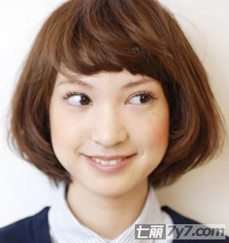 新年早春流行减龄短发发型 圆脸修颜造型打造时尚范