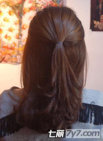 圆脸女生适合的春季发型 两款韩式柔美编发教程图解