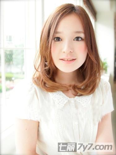 大胖脸女生适合发型 显脸瘦长发or短发
