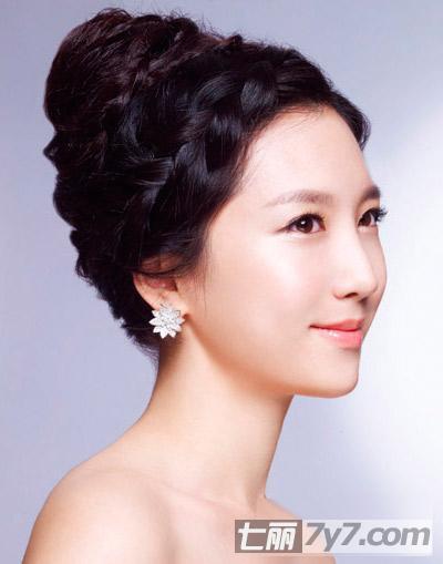 适合圆脸女生的新娘发型