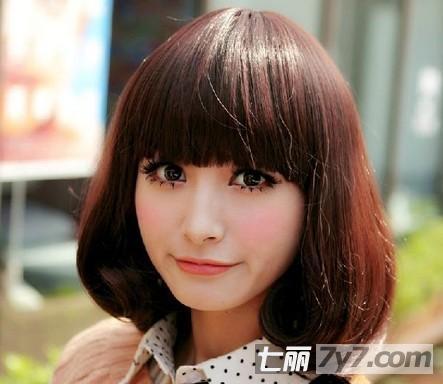 圆脸必看的显瘦发型 冬季清爽短发烫发图片