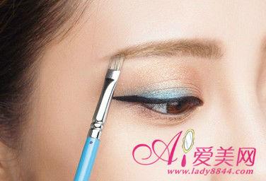 营造少女平眉 日系精致眉毛的画法